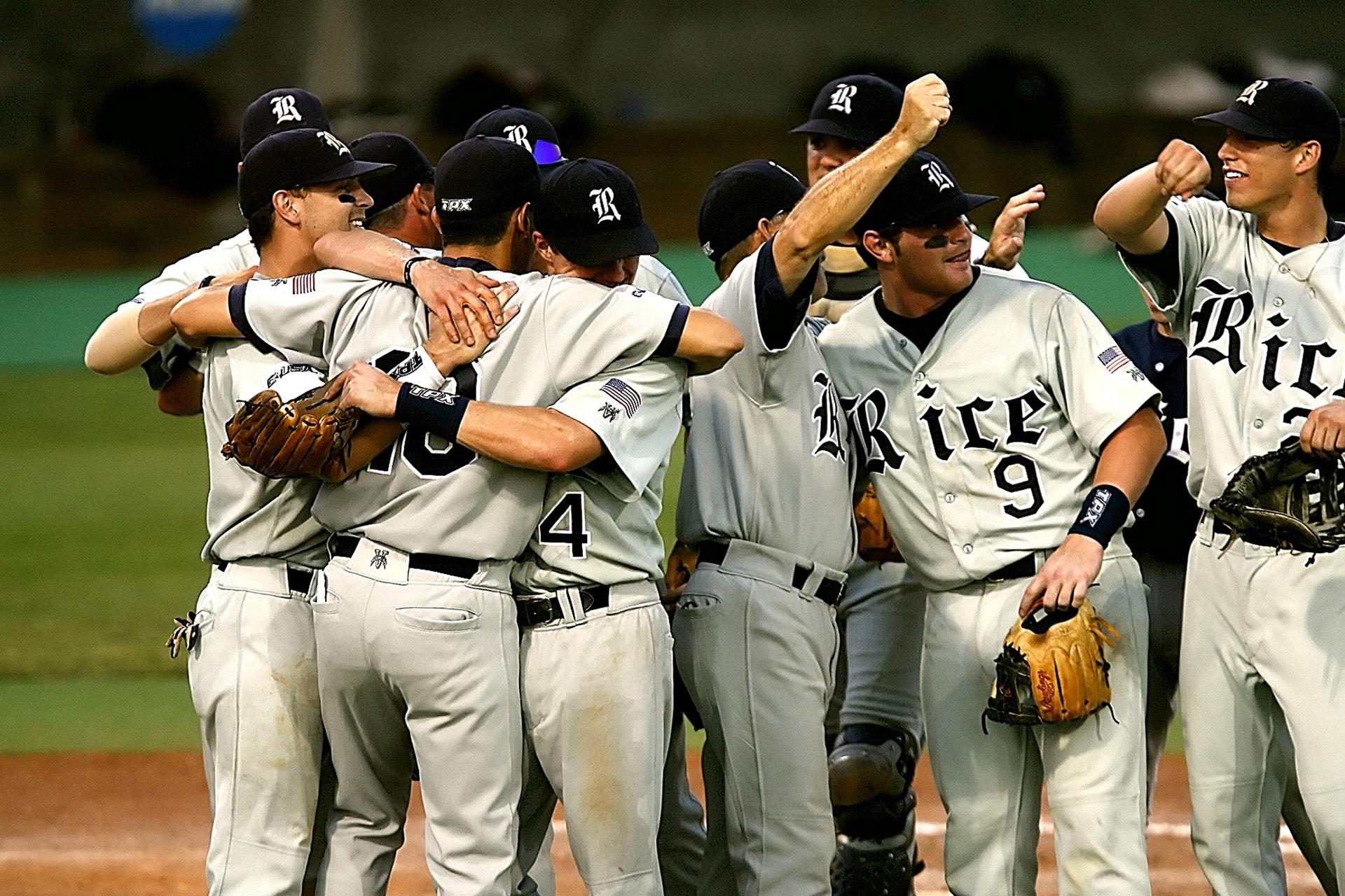 athletes-baseball-celebration-163534